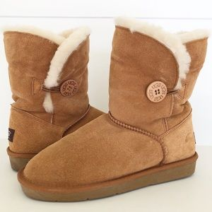 UGG Bailey Button Chestnut Winter Boots Size 8